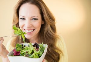 USA, New Jersey, Jersey City, Portrait of woman eating salad